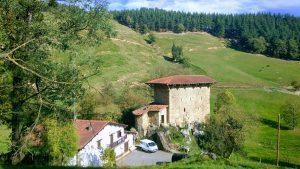SENDERISMO y Nordic Walking: El Durango medieval y la peculiar casa-torre de Etxaburu @ País Vasco | España