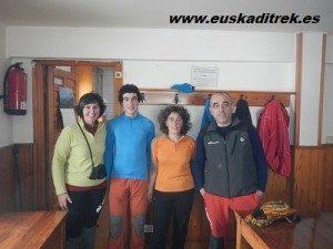 Marisa con Yoli y Joseba, guardas del refugio de arraba