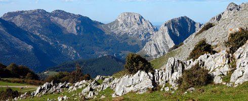 SENDERISMO y Nordic Walking: Desfiladero de Atxarte y su calzada medieval (Urkiola) @ Urduña | Euskadi | España